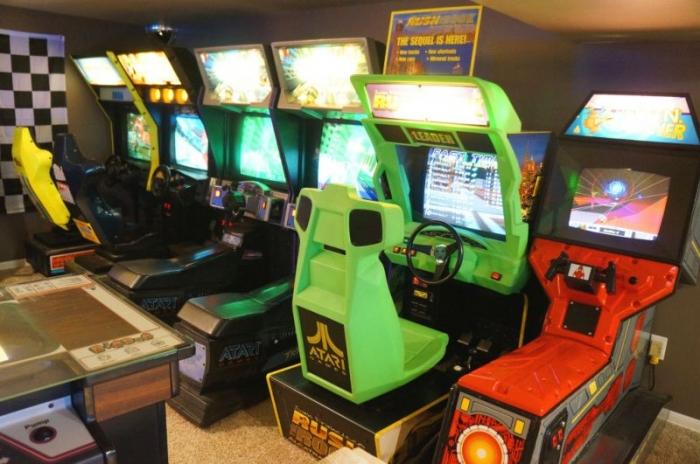 Классный зал игровых автоматов в подвале дома