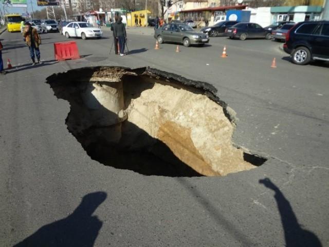 Провал дороги в Одессе