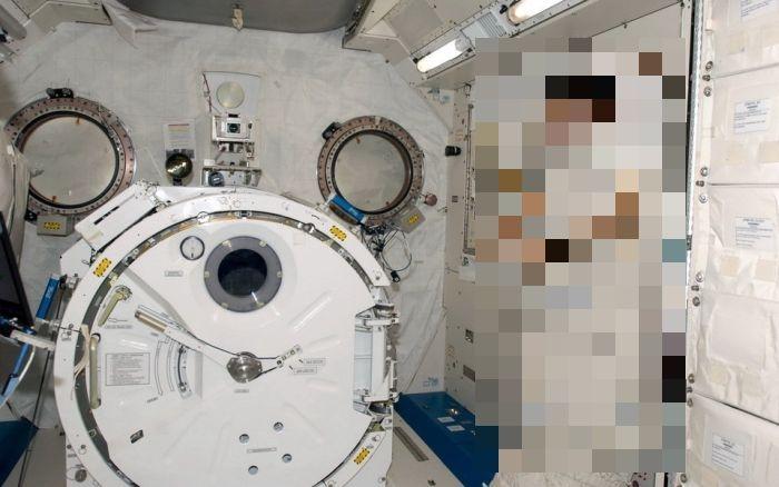 Как спят астронавты на борту МКС