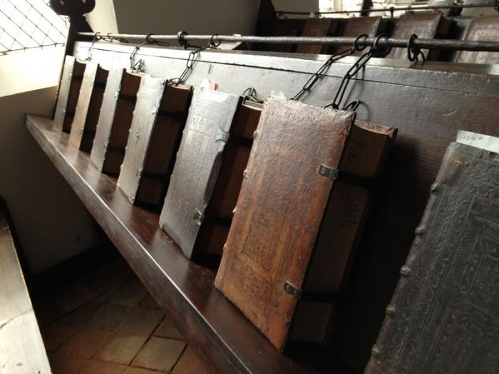 Библиотека прикованных книг 16-ого века