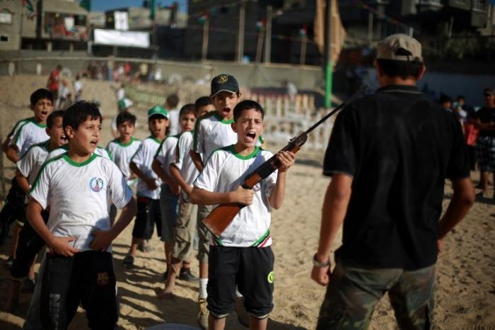 В Газе открылись детские лагеря ХАМАСа