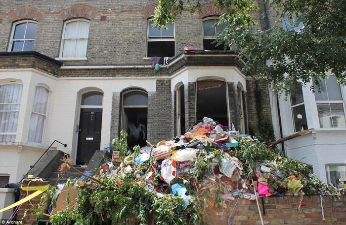 Мужик купил дом за 450000 фунтов стерлингов и даже не просмотрел его...