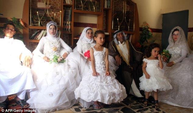 92-летний женился на 22-летней девушке