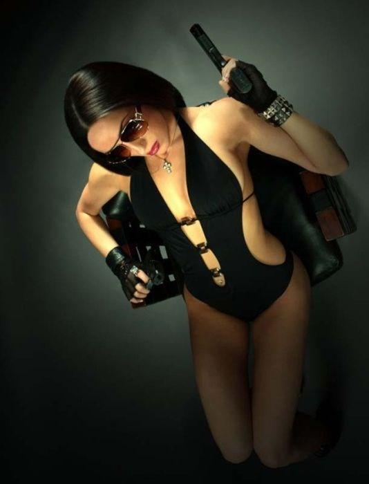 Симпатичные девушки с различным оружием