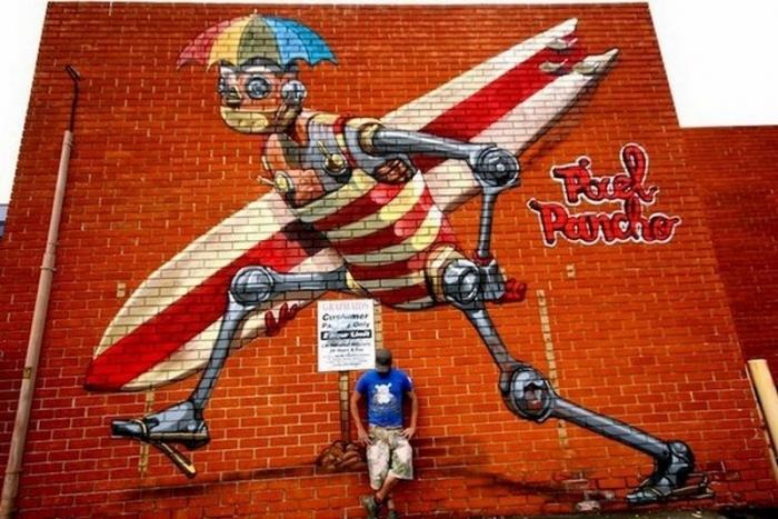 Роботы на стенах домов