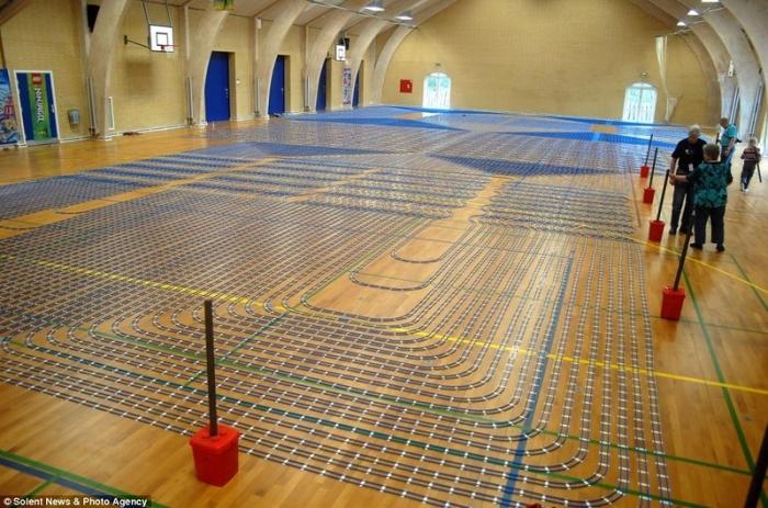 Самая длинная игрушечная железная дорога из конструктора LEGO