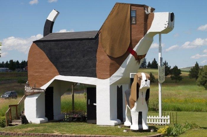 Отель в форме собаки в США