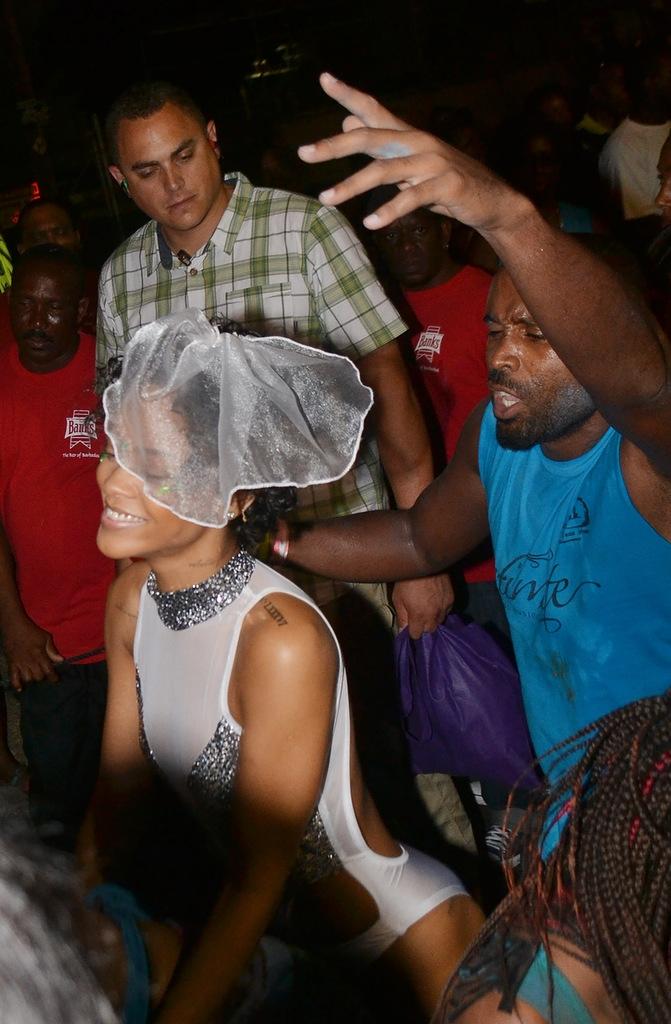 Рианна на вечеринке на Барбадосе