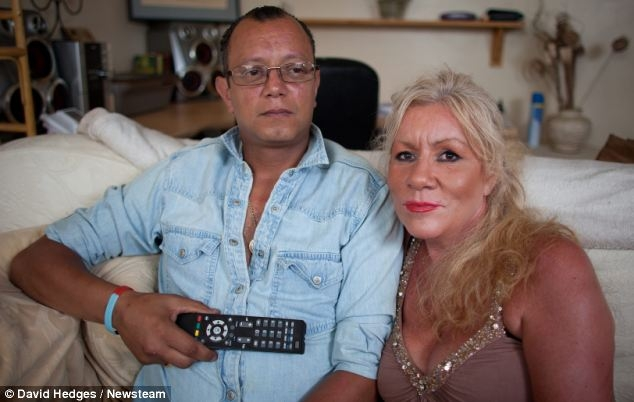 Пара посреди ночи была арестована полицейскими из-за пульта от телевизора