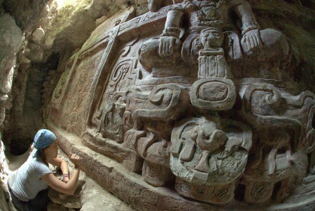 Археологи сделали уникальную находку, они нашли статую майя