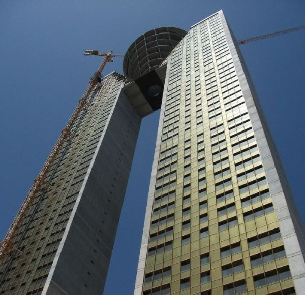 Фэйл при строительстве 47-этажного небоскреба в Испании