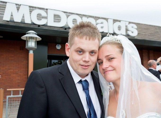 Влюбленные сыграли свадьбу в «Макдональдсе»