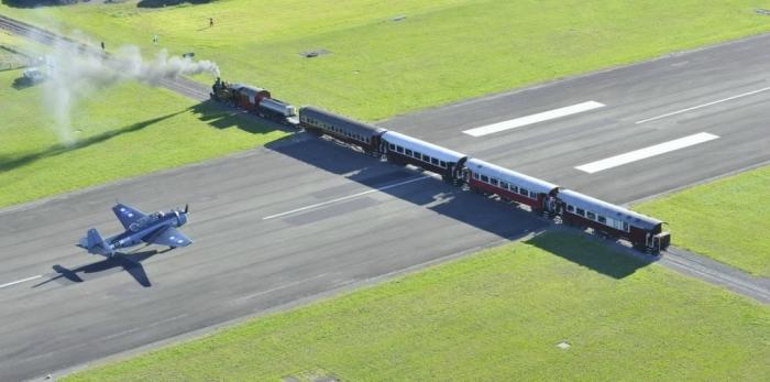Аэропорт Гисборн - место где взлётную полосу пересекает железная дорога