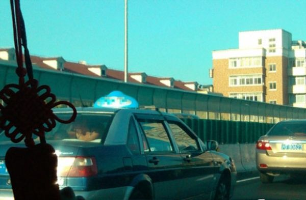 Туристы экстремалы решили разлечься в такси