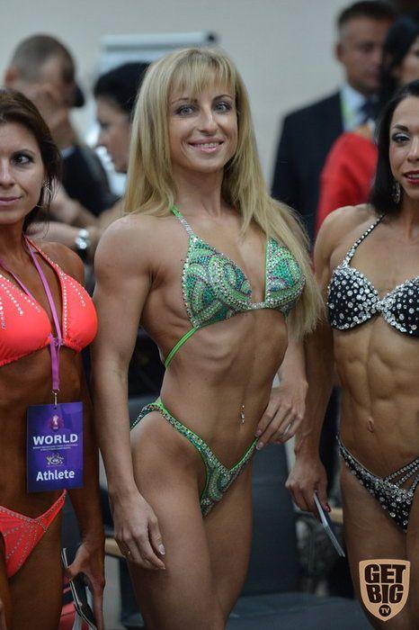 Участницы чемпионата по женскому бодибилдингу и фитнесу