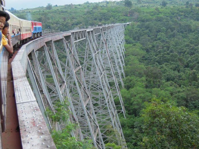 Железнодорожный мост в Мьянме