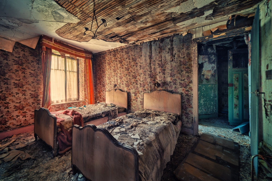 картинки заброшенного дома внутри кисти принадлежат