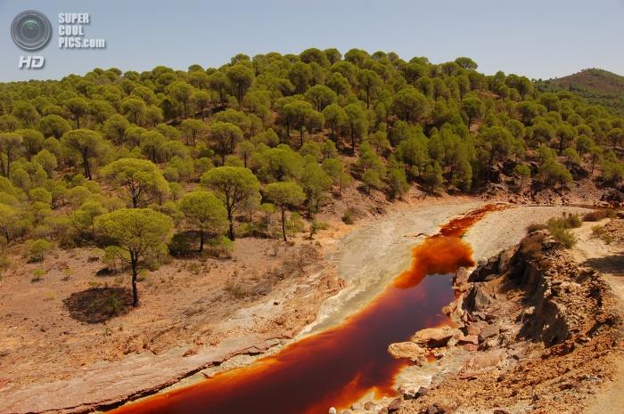 Ржавая река Тинто в Испании