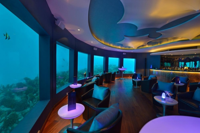 Ночной клуб под водой