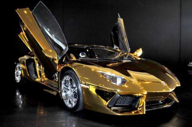 Золотая модель Lamborghini