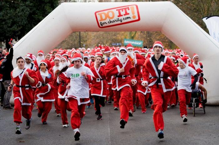 Забег Санта Клаусов в Лондоне