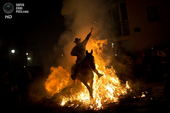 «Купание» лошадей в огне