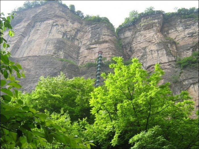 Винтовая лестница в горах Китая