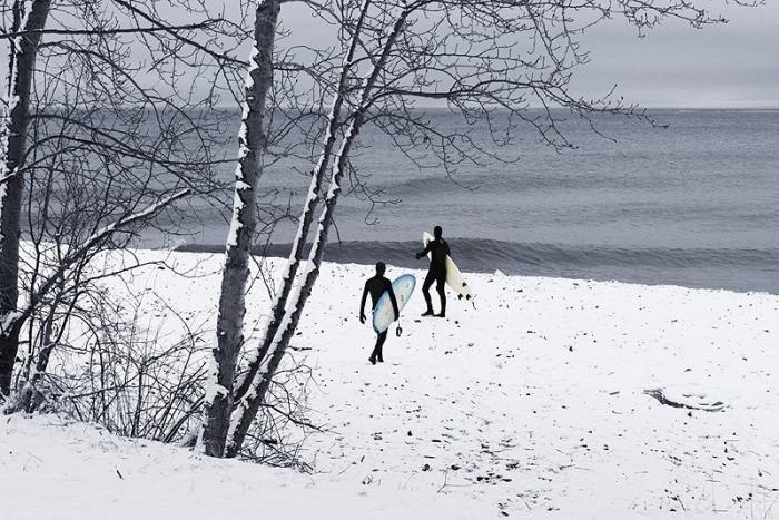 Серфинг в полузамёрзшем озере Супериор