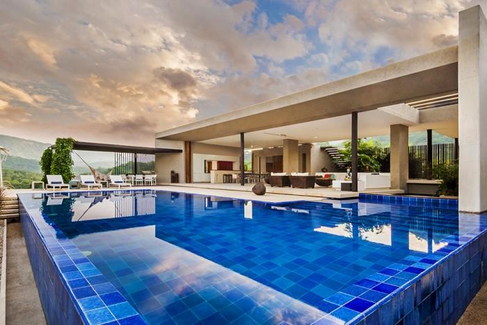 Уютный и стильный особняк в Колумбии