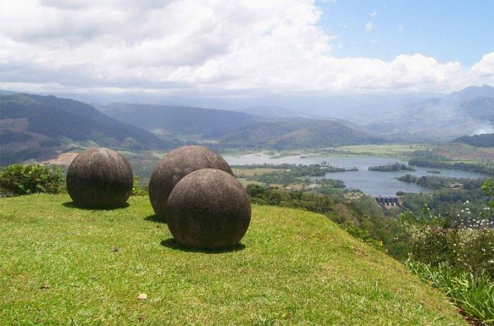 Загадочные каменные шары в Коста-Рике