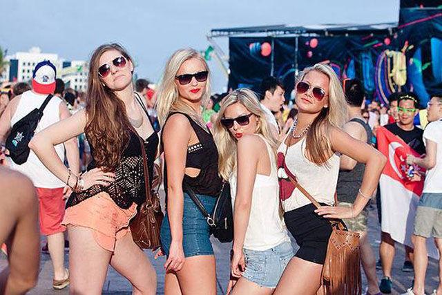 Девушки с Ultra Music Festival 2014