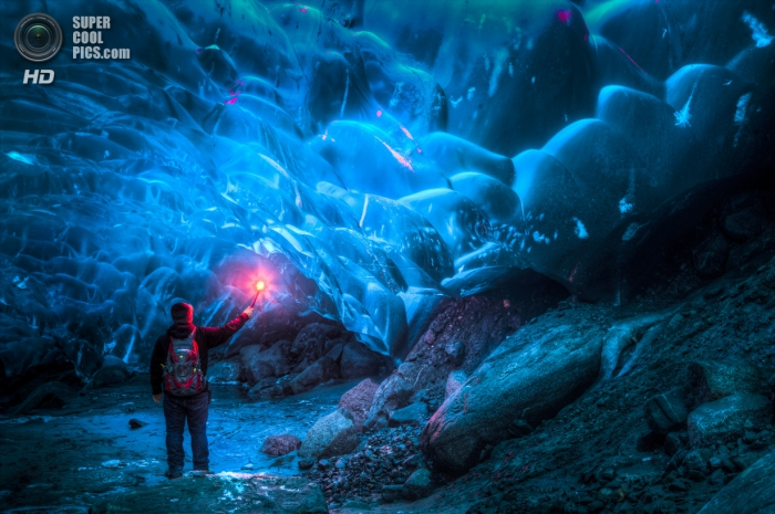 В ледяной пещере