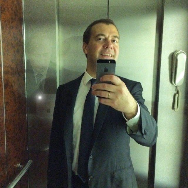 Фотожабы на селфи Медведева - 17