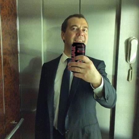 Фотожабы на селфи Медведева - 3