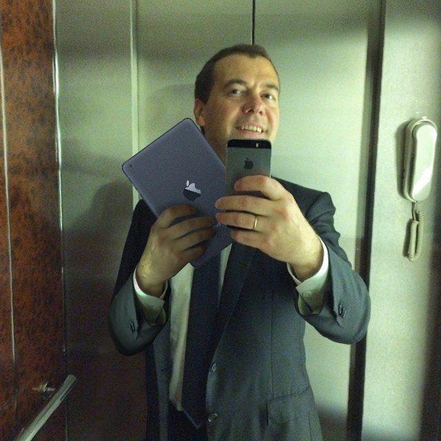 Фотожабы на селфи Медведева - 9