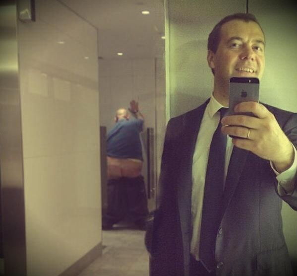 Фотожабы на селфи Медведева - 13