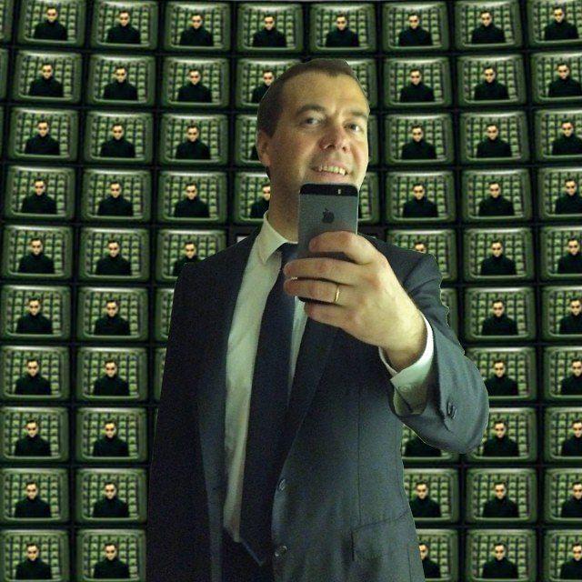 Фотожабы на селфи Медведева - 6