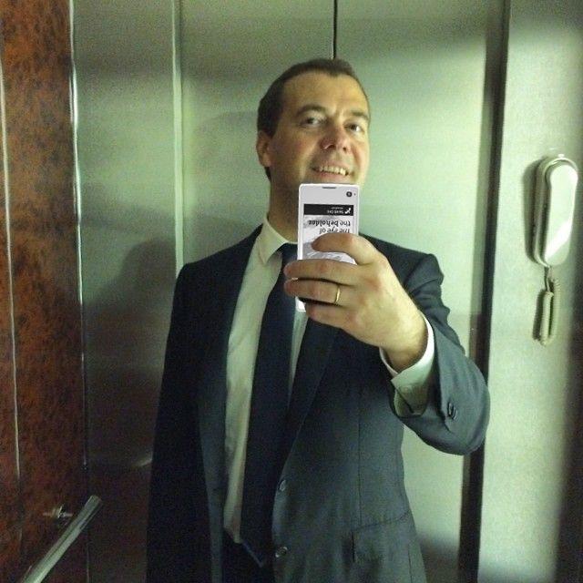 Фотожабы на селфи Медведева - 25