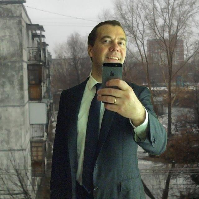 Фотожабы на селфи Медведева - 32