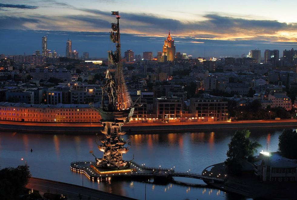 бампер памятник петру первому в москве фото пола