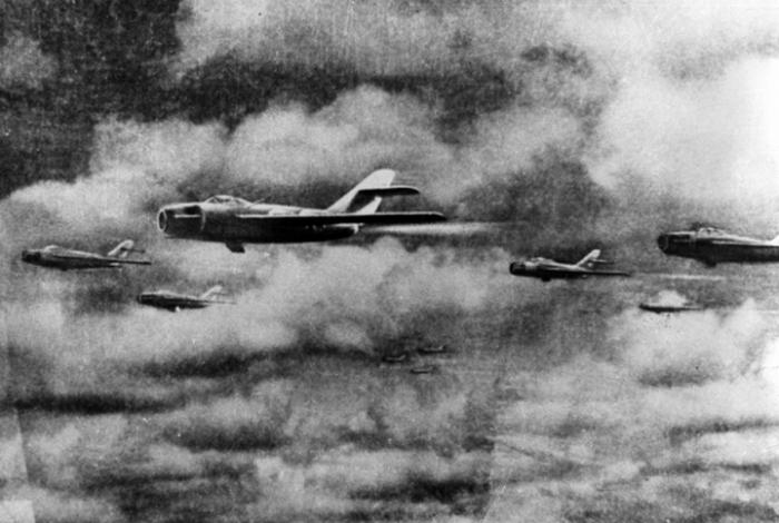 Самолеты времен войны в корее