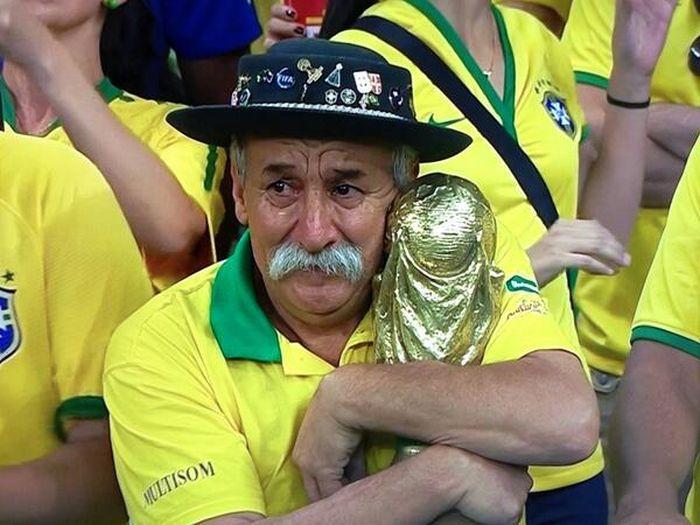 Разочарованные фанаты Бразильской команды