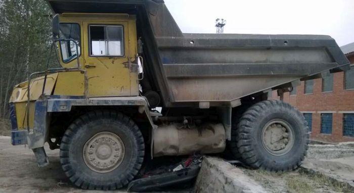 БелАЗ раздавил Тойоту