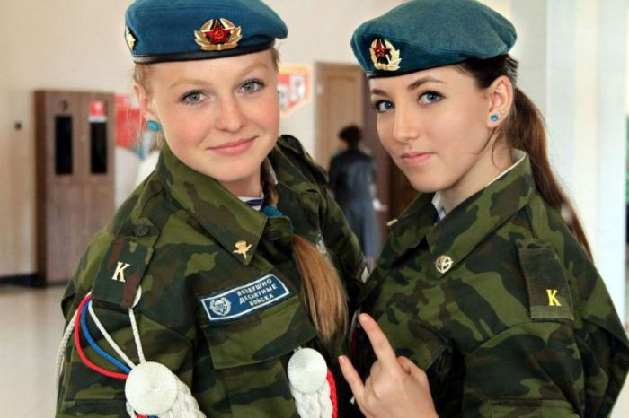 Девушки-курсанты