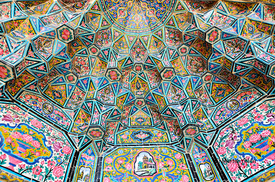 an analysis of the techniques and motifs in islamic art and architecture