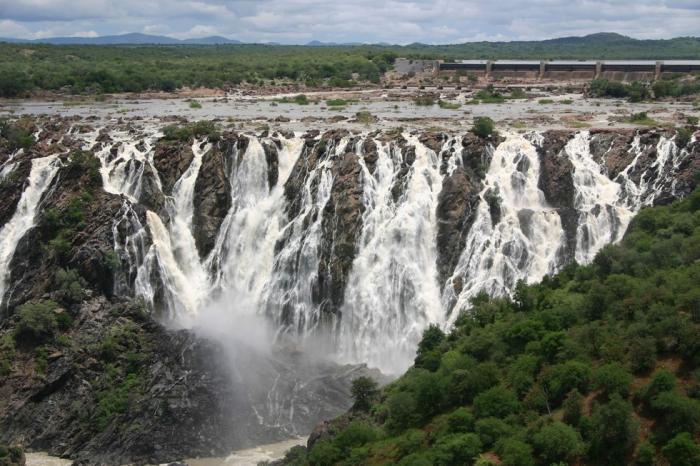 Водопад Руакана в Африке