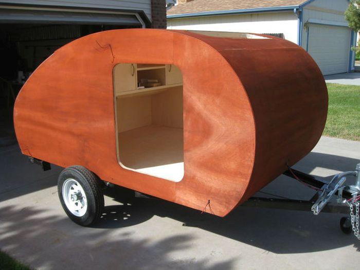 Дом на колесах из легкового прицепа