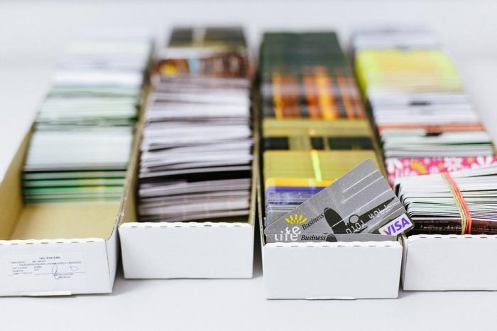 Как делают банковские карты