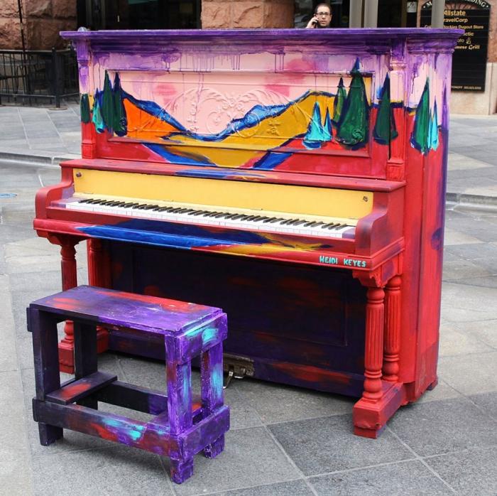 Креативные уличные пианино