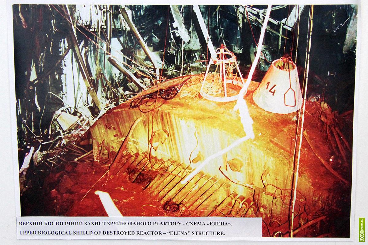 похожие условия и в космосе за пределами магнитосферы Земли - радиация разрушает и корродирует материалы